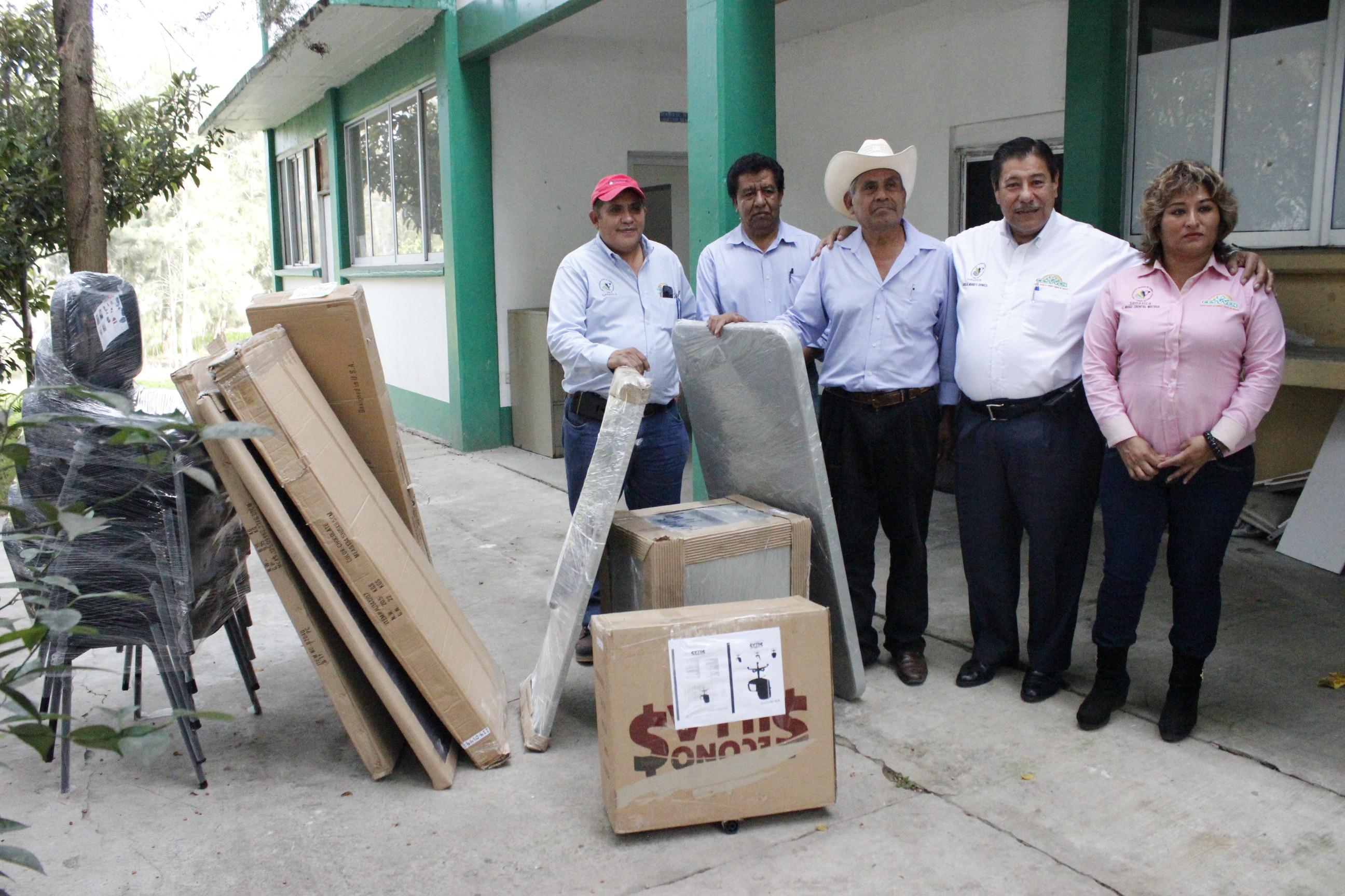 Entrega de mobiliario y equipo a jlsv de los tuxtlas for Mobiliario y equipo